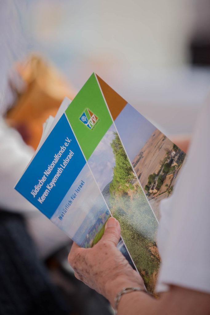 Mehr über den Jüdischen Nationalfonds erfahren - in der JNF-KKL Inforbroschüre