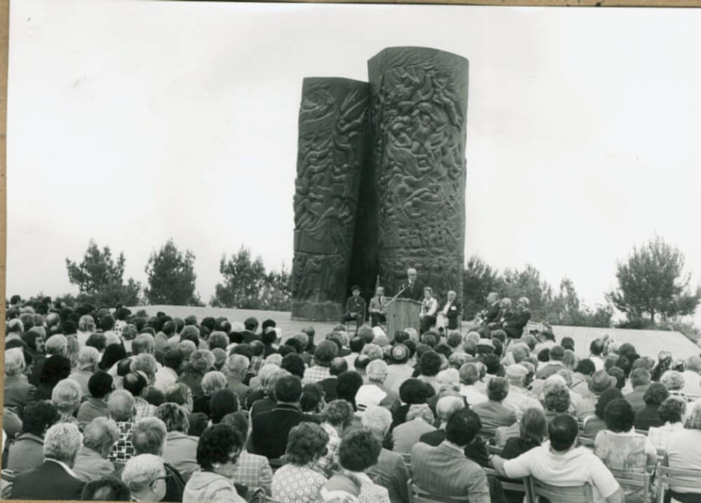 Einweihung Monument der Feuerrollen 1971